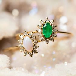Exclusive Fleurette Opal Ring